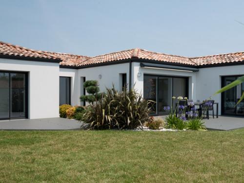 Maison moderne de 122 m² et son jardin aménagé