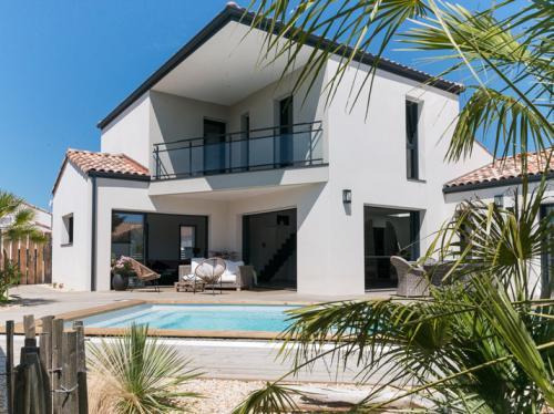 Magnifique maison contemporaine à étage avec piscine